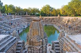 A stepwell of great beauty by a queen